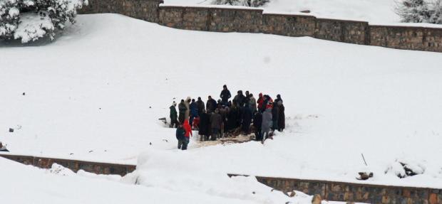 جماعة آيت بولي/ أزيلال.. عملية دفن وسط الثلوج!