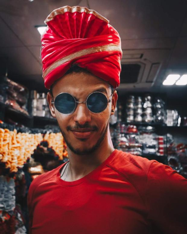 بالصور والفيديو.. مغربي داير البوز في الهند!!
