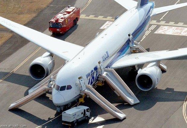 """من دبي إلى أمستردام.. هبوط اضطراري لطائرة بسبب """"غازات"""" مسافر"""