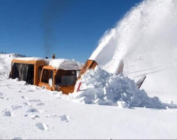 فج تيزي نتلغمت/ ميدلت.. استمرار عمليات إزالة الثلوج