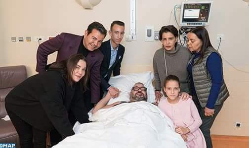 الملك بعد العملية الجراحية.. صورة مؤثرة