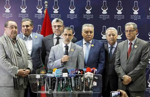 العنصر يتوقع سقوط الحكومة وبنعبد الله يطالب بالتهدئة.. الأغلبية تغلي