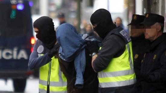 إسبانيا.. اعتقال مغربي جند مغاربة وإسبانيين لفائدة داعش