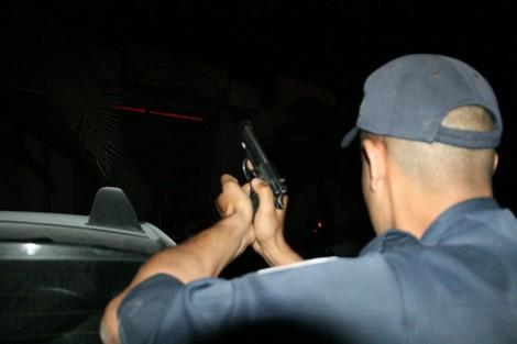 وخا مضروب هرب.. مفتش شرطة يطلق الرصاص على مجرم في كازا
