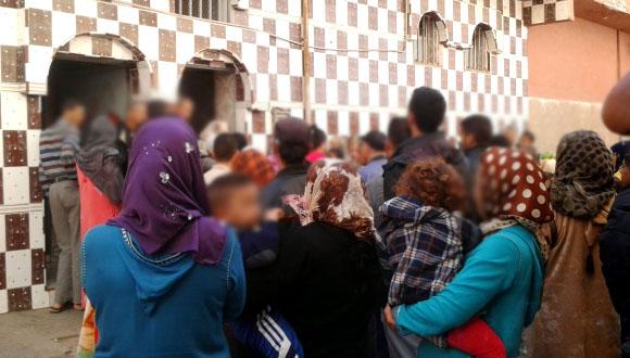 بغات تسرق درّي من ماماه.. سيدة توقف صلاة المغرب في مراكش