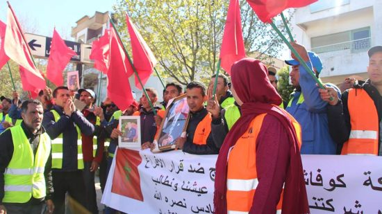 بالفيديو.. عمال يحتجون أمام ولاية تمارة