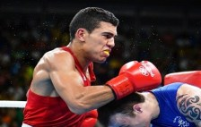 Morocco's Mohammed Rabii (L) punches Ireland's Steven Gerard Donnelly during the Men's Welter (69kg) Quarterfinal 1 at the Rio 2016 Olympic Games at the Riocentro - Pavilion 6 in Rio de Janeiro on August 13, 2016. / AFP / Yuri CORTEZ
