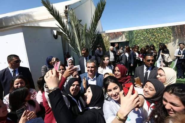قمة المرأة التجمعية في مراكش.. أخنوش وسط غابة من السيلفيات!!
