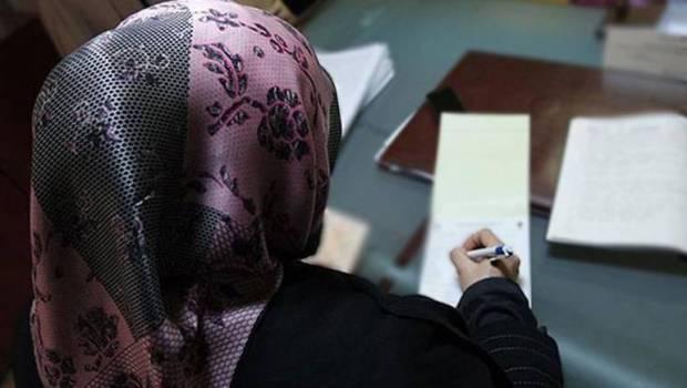 أمريكا.. تعويض 3 مسلمات أجبرتهن الشرطة على خلع الحجاب