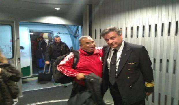 أصيب بأزمة قلبية على متن طائرة.. طبيب مغربي ينقذ إيطالي من الموت