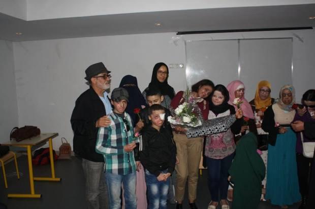 معاناة أطفال القمر.. مغاربة تقتلهم الشمس!!