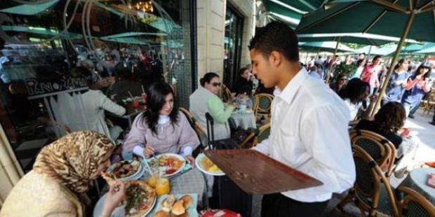 رسوم جديدة تتعلق باستغلال الملك العمومي.. أرباب المقاهي والمطاعم يحتجون على مجلس كازا