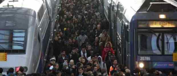 تحذير وطريق مسدود.. الإضراب ما زال يشل قطارات فرنسا