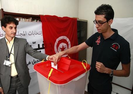 لأول مرة في تونس.. البوليس والعسكر يصوتون في الانتخابات