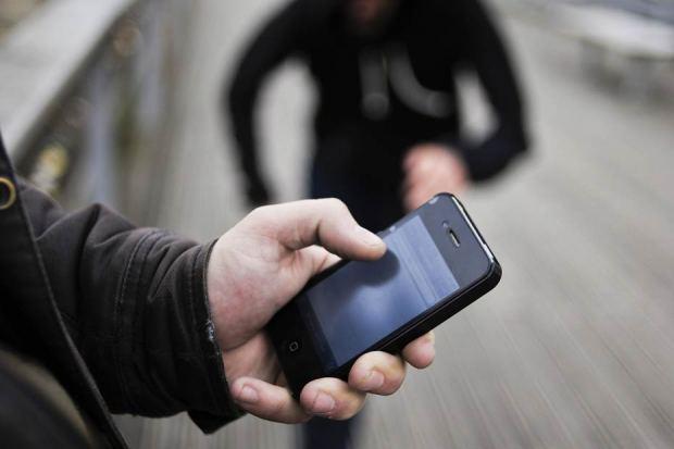 كانت دايرة اللايف فالفايس بوك.. سرقة هاتف فتاة في كازا!