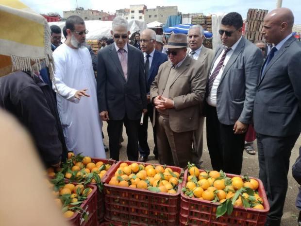بالصور من سوق الجملة في الرباط.. الداودي خرج يراقب الأسعار براسو