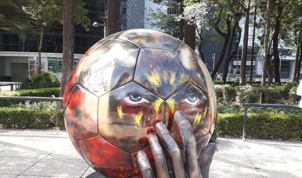 استعدادا للمونديال.. 32 كرة عملاقة في طريقها من المكسيك إلى روسيا