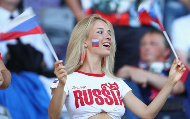 """ردا على موقف السعودية.. مغاربة يشجعون """"المنتخب الروسي الشقيق""""!"""
