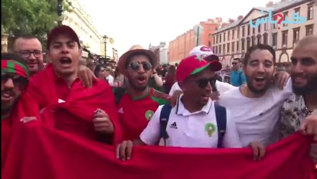 بالفيديو من سانت بيترسبورغ.. مغاربة دايرين وقفة لمساندة الأسود ودعم بوهدوز