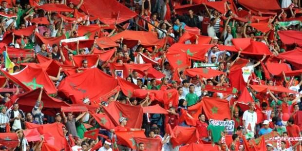 """رددوا شعارات تهاجم الفيفا.. الجماهير المغربية في ملعب """"كالينغراد"""" تحتج على الفيفا"""