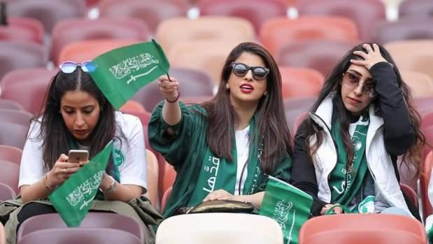 بالصور من المونديال.. السعوديات سالاو مع النقاب فروسيا!!