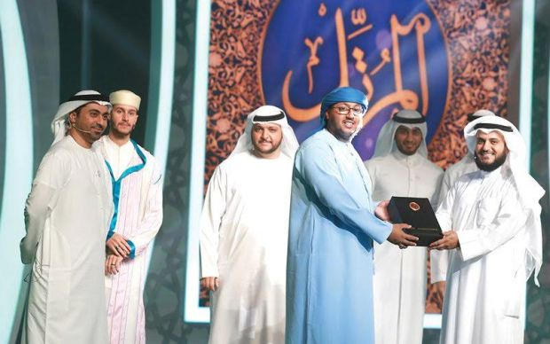 """من بين 25 مشاركا.. المغربي أزويت يفوز بـ""""أحسن صوت"""" في مسابقة """"المرتل"""" الإماراتية"""