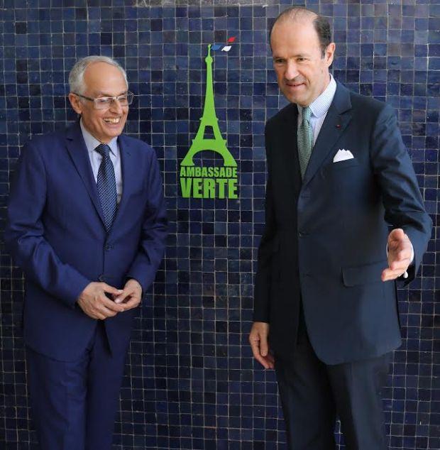 بالصور.. سفارة فرنسا في الرباط تغير اسمها!