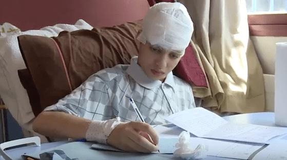 مهدي باريح.. تلميذ يتحدى مرضا في المخ ويجتاز الامتحان الجهوي