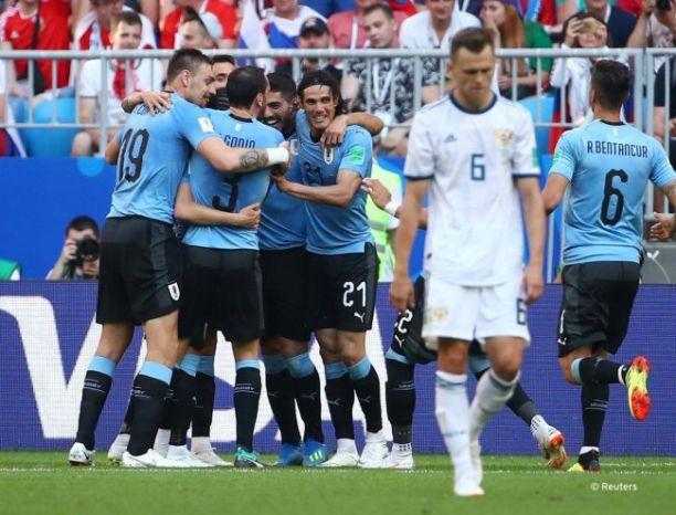 بثلاثية.. الأوروغواي تتزعم المجموعة الأولى وتتأهل للدور الثاني