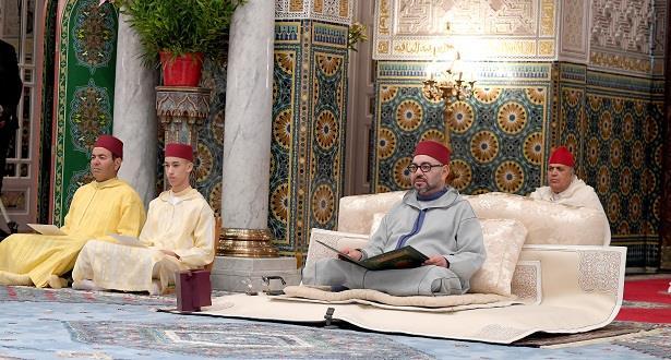"""الرباط.. الملك يتوج """"أهل القرآن"""" و""""أهل الحديث"""""""