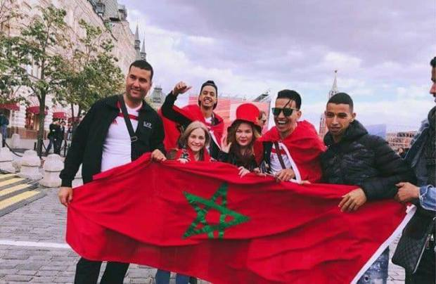 كل واحد منين جاي.. 43 ألف مغربي يشجعون الأسود في المونديال!!