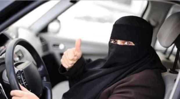 بينهن ابنة الوليد بن طلال.. السعوديات يبدأن قيادة السيارات