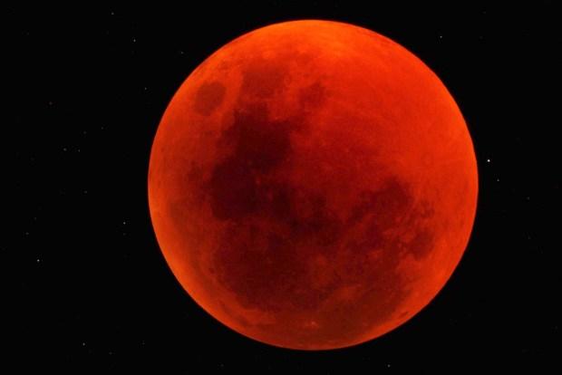 الأطول في القرن والأخير في سنة 2018.. تفاصيل حول خسوف القمر يوم 27 يوليوز