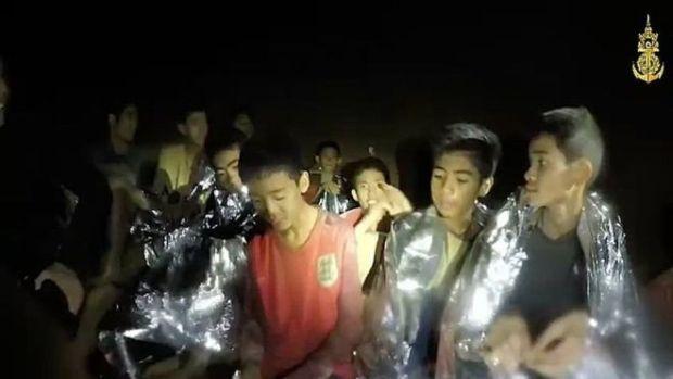 بعد أكثر من أسبوعين.. نهاية محنة أطفال الكهف (فيديو)