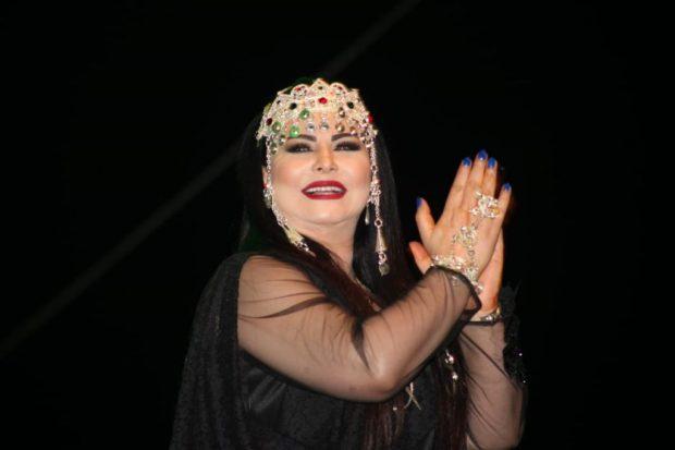 """مهرجان تيميزار/ تيزنيت.. لطيفة رأفت تتزين بـ""""تاونزا"""" وتتحدث الأمازيغية (صور وفيديو)"""