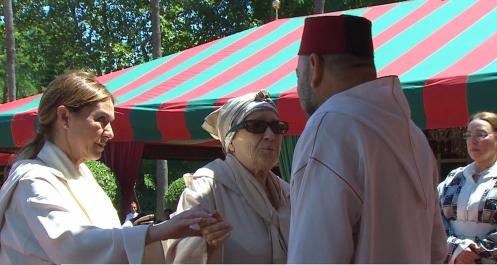 من بينها عائشة الخطابي ورئيس الفيفا.. الملك يستقبل مجموعة من الشخصيات في طنجة