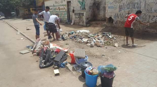 دير شرع يديك ديال بصح.. شباب في القنطيرة ينظفون حيهم (صور)
