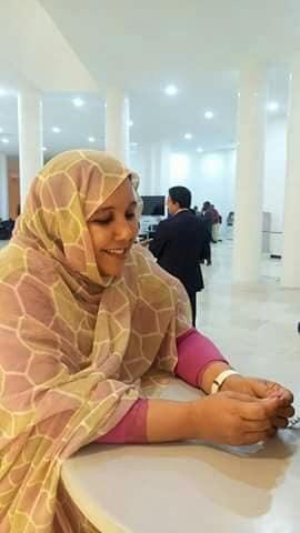 الحرمان وما يدير.. قيادية فالبوليساريو فرحانة بتصويرة بان فيه ظهر بوريطة!! (صور)