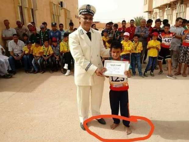 بالصور.. أطفال بلا أحذية في عيد استقلال الجزائر!