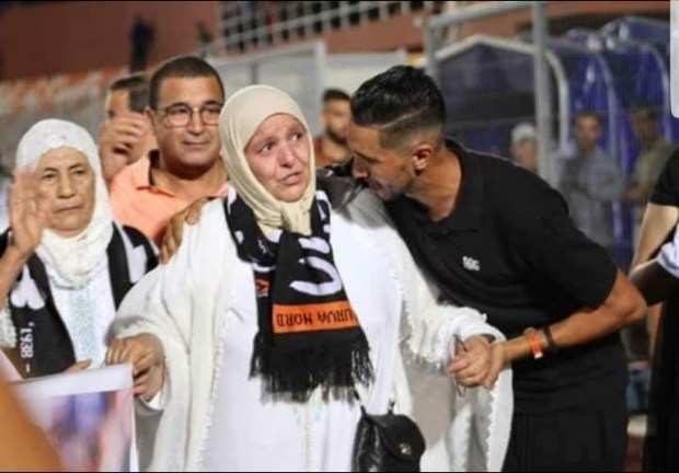 داروها زوينة.. النادي المصري يوجه دعوة إلى والدة الراحل أخميس لتكريمها