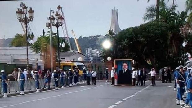 بوذية وأصنام.. صورة بوتفليقة في نشاط رسمي تثير الجدل في الجزائر!
