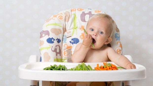 الجزر والبطاطس والأرز.. أطعمة تساعد على النوم الجيد عند الأطفال