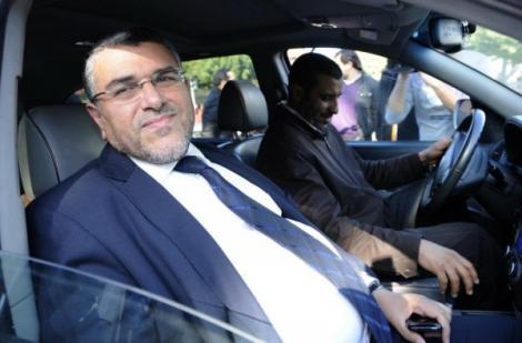 الرميد: اللي لقى عندي كريمة ديال طاكسي نتبرع ليه بها!!