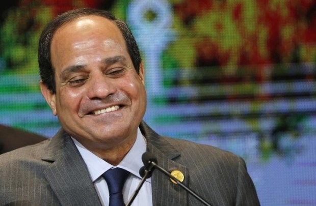السيسي للمصريين: إنتو اعملوا كيكي وإحنا نزود البنزين! (فيديو)