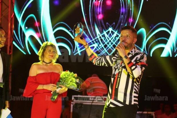 """عن أغنية """"حاسدونا"""".. حاتم عمور يفوز بجائزة أفضل عمل مغربي في تونس (صور)"""
