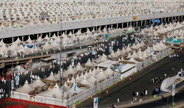 بعد قضاء الركن الأعظم في عرفات.. الحجاج يتجهون إلى مزدلفة