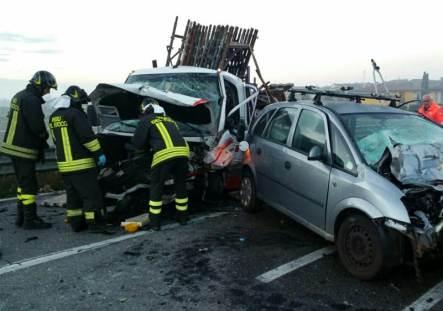 مآسي الطريق قبل العيد.. مقتل رجل وزوجته وإصابة ثلاث نساء