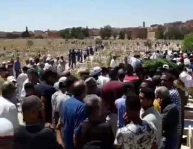 بالصور من وجدة.. جنازة القتلى الثمانية في حادثة أحفير