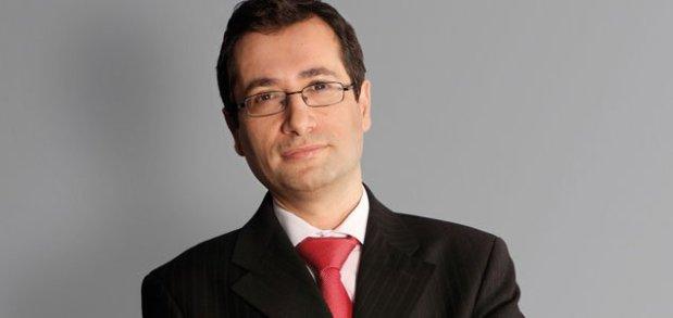 عينه الملك وزيرا للاقتصاد والمالية.. تفاصيل عن مسار محمد بنشعبون