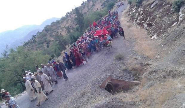 ضواحي أزيلال.. جماعة بدون مستوصف والعقارب تهدد الأطفال والإسعاف بالمقابل! (صور)